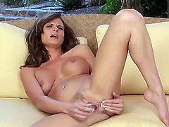Gorgeous fit babe with nice boobs and really tight ass Daisy Lynn rubbing her nice vagina on camera. All the fans of this marvelous babe can enjoy this video tape.