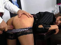 Slutty dark haired secretary Henessy S bares her adorable round ass in front of her boss. He whips out his dick and sticks it in her vagina as soon as she pulls off her lace panties. She is going to give her asshole a try too.