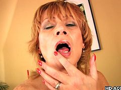 Pretty beauty Lady is taking dick in her mouth