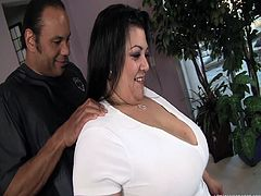 Reyna's a big woman, but Sledge likes them too. As long as they have a good pussy to lick and stuff, he's down for it all. Latina Reyna fits the bill just fine. She's big, has massive melons to play with, and she's yummy as well, as you see him dive right in on her. Fun tonight!