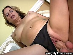 Stunning beauty Payton Leigh loves 69 pose and riding on top