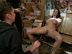 Sexy brunette Bailey Brooks is having fun with a guy in the library. She gets mouth fucked and then enjoys hot brutal sex in the presence of a crowd of people.