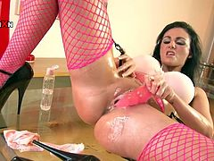English mom Lexi doesn't likes to fool around when it's about fucking. She has a gorgeous body, long sexy legs, a delicious booty and thighs that beg for semen. She's insanely horny and fists her oiled pussy until this guy comes in and offers her his cock. Lexi grabs it with greed and demands a hard fuck!