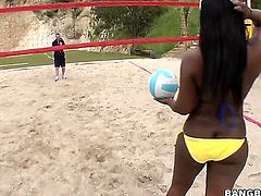 Here is a chance for you to see some genuine ghetto asses. Aryana Starr and Jada Fire are playing volleyball and they are more than good at it.