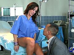 Capri Cavalli is the favorite physician of most men in her town and it is thanks to examinations like this that this is the case. See her as she munches that patient cock adn gets her pussy worked.