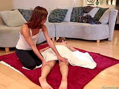 Alyssa Reece gets her bare ass massaged