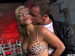 Feeling huge dick splashing her pussy makes hottie to ride and undulate her vag on it