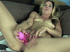 Naughty mature amateur Monique makes quick work of her pussy playing with toys and giving herself a hot solo orgasm in this free tube movie.