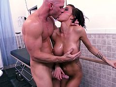 Big-booty Italian Gia Dimarco is washed and bumped inside A tub