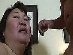 Hot mature asian babe suck