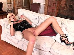 Blonde Teena Lipoldino is sucking her nice dildo