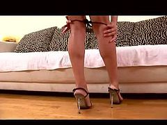 Amber Rayne is a good looking leggy brunette in high heels. She takes off her black thong and shows her neat pussy before she fuck herself with big baseball bat. Watch Amber Rayne stretch her hole on camera.
