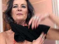 Horny older Masturbating and have fisted hard