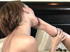 Two lesbian bitches Dana DeArmond and Deauxma demonstrate the foot fetish scene. They lick feet, finger vaginas and stimulate a lot of erogenous zones. These girls know how to get fun