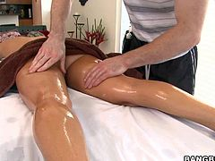Rachel Roxxx is a perfect bodied brunette woman that enjoys massage in he bare skin She gets her wet nice tits rubbed by massage therapist and then he spreads her juicy butt cheeks.