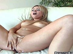 Arousing and hot blonde babe with nice natural boobs and shaved pussy Sindee Jennings enjoys in spreading her legs and revealing her shaved taco as she fingers it on couch