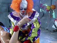 Dirty and kinky brunette babe Veruca James gets her kinkiest fantasy come true, when she gets a hot massage and toe licking from a turned on clown Bill Bailey