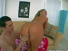 Flower Tucci is a curvy bootylicious pornstar. She poses naked and shows off her bare bottom before she takes dudes thick rock hard cock in her mouth. Watch sexy assed porn diva have sex fun.
