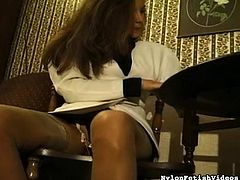 She really likes to tease with those sexy feet during impressive solo scene