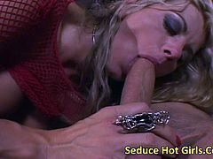 Vicky Vette pays the ride with her pussy