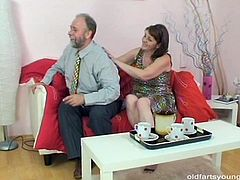 Pack of Porn sex clip provides you with a horny brunette woman, who's mad about being fed with gooey sperm. Torrid short haired bitch is old, her face is wrinkled, her tits are droopy. Fat pale filth kneels down and gives a solid blowjob for sperm to a gaffer right away.
