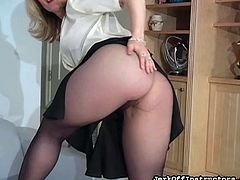 Slutty mature lady poses her hairy twat through her sexy pantyhose in wild solo