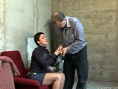 Lascivious brunette Heidi gives her horny boyfriend a nice blowjob and then she lets him drill her tight pussy in sideways position.