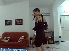 Ceczh babe shows lap dance talent