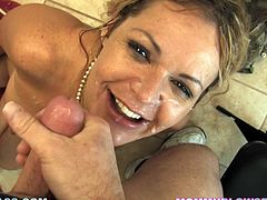 The housewife Kelly Leigh is a hot experienced blonde who is going to give this guy a test on what an experienced mouth can do.