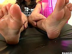Stroking hard boners with soft feet... That is what beautiful brunette angel Tia Cyrus loves to do in front of the camera and she is more than good at it.
