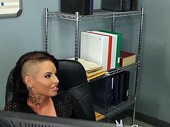 Smut Christy Mack do love in office