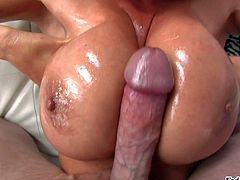 Heavy chested Kianna enjoys in giving a titjob