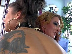 Tattooed brunette Bonnie Rotten makes round assed blonde Savannah Fox squirt with the help of hitachi wand before they suck dudes rock solid cocks with wild desire. They love wild sex action.