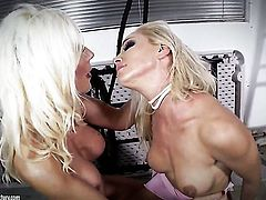 Blonde Sandy offers her wet spot to lesbian Puma Swede