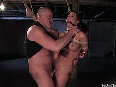 This smoking hot brunette siren Rachel Starr is having a lot of pain in her ass. She gets her tits tied up hard and then gets balled deep and with hunger!