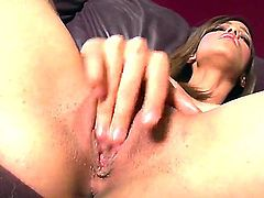 Melanie Rios gives a closeup of her love box as she masturbates