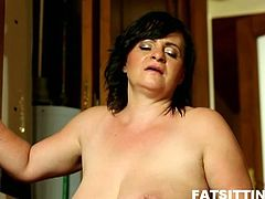 Fatty mature reveals her deep passion for facesitting! She gets her old cunt licked, fucked and everything ends with a nice facial