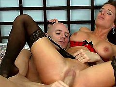 Johnny Sins can't resist sexy Veronica Avluv's acttraction and bangs her like crazy