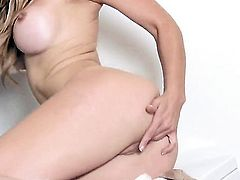 Heather Vandeven dildos her honeypot
