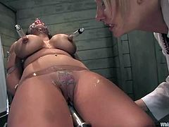 Superb Mason Moore gets tide up and then toyed. After that she licks Maitresse's ass and vagina. After that Mason gets her juicy pussy fisted.