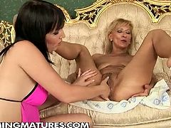 This mature whore fucks herself with a huge black toy. Her pussy is so stretched that it can be fisted without a problem.