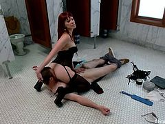 The face sitting action Maitresse Madeline gives to this guy is following a blowjob and is a preview of the pegging and ass fisting she'll give him.