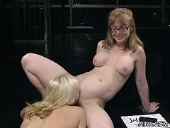 http://img3.sexcdn.net/02/0s/nz_nina_hartley.jpg