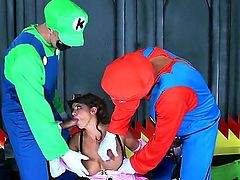 Smoking hot brunette Brooklyn Chase with big tits and firm ass dressed as princess gets fucked by experienced pornstars Keiran Lee and Toni Ribas in provocative childish Super Mario fantasy.