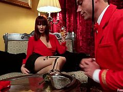 The bellboy John Jammen is going to be dominated by the hotel guest Maitresse Madeline in a foot fetish video!