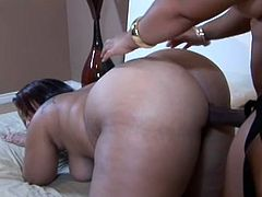 This bbw black babe pulls out a strap on and puts it on. She stands over a desk and shows it off. Watch as she inserts it it her chubby girlfriends pussy. She warms up her cunt before hand by licking her form behind.