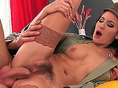 Yenna shows off her hairy pussy ... and more!