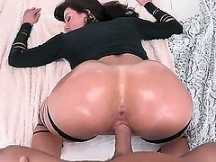 Johnny Sins is one luscky guy who get the opportunity to fuck Kendra Lusts smoking hot ass and he does that so hard. He drills her from behind, but lets her suck his cock first.