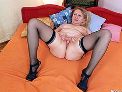 This kinky mature woman is worthy of being seen. She opens wide her pussy and dildo fucks it. Enjoy lustful mom in kinky Czech Cougars sex tube video.