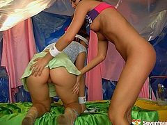 Two kinky brunettes likes experiments. For this ones they use ice dildo toy which melts in theirs hot deep vags. Enjoy a very exciting lesbian sex video for free. These teens won't let you get bored.